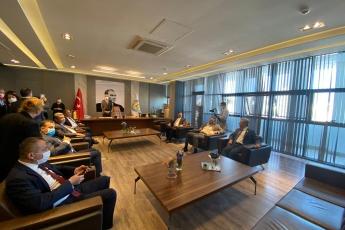 CHP Yerel Yönetimlerden Sorumlu Genel Başkan Yardımcımız Seyit Torun, Milletvekillerimiz Yaşar Tüzün, Cavit Arı, Burhanettin Bulut,  Cengiz Gökçel, Ali Mahir Başarır, İl Başkanımız Adil Aktay ve il yöneticilerimiz ve ilçe başkanımızla birlikte Mezitli Belediye Başkanımız Neşet Tarhan'ı ziyaret ettik.