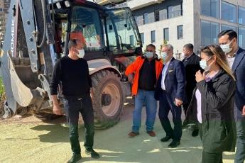Mezitli İlçemizin Seymenli Mahallesi Muhtarımızı İlçe Başkanımız Ahmet Serkan Tuncer ile birlikte Ziyaret Ettik, Büyükşehir Belediyemizin Seymenli Mahallesindeki asfaltlama çalışmalarını yerinde inceledik.