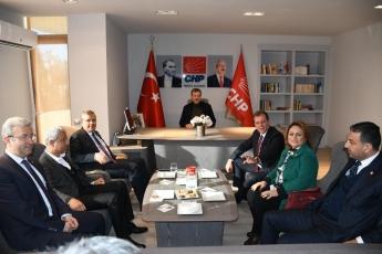 CHP Adana Milletvekillerimizin İl Başkanlığımızda Örgütümüz ve Belediye Başkan Adayımız Vahap Seçer'i ziyaretleri-01