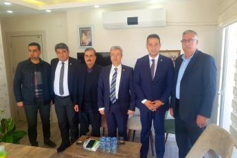 Tarsus Akdeniz Gazetesi'nde Mehmet Can BULUT'a Yeni Ofislerinde Hayırlı Olsun Ziyaretimiz.