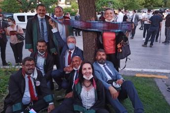 2020-07-02-TBMM-Önünde-Baro-Başkanlarımızla-Beraber-Çoklu-Baro-Teklifine-Karşı-Protestolarında-Beraberiz-2