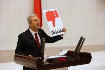 """2020-07-29- Z Kuşağı korkusu önce dağları sonra sarayı sardı. Sosyal Medya Yasası, Cumhurbaşkanına """"Dislike"""" yapmanın yasaklanması düzenlemesidir. Ama gidecekler, ve gidiş biletlerini gençler ilk seçimde kesecek!Gençler AKP'ye sandıkta """"Dislike"""" nasıl yapılır gösterecek - 2"""