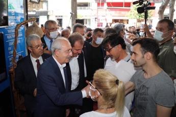 Türkiye'nin umudu, baharın mimarı, emeğin, alın terinin ve dürüst siyasetin lideri Genel Başkanımız Sayın Kemal Kılıçdaroğlu Mersin'de. Halktan yana, halkla yan yana!