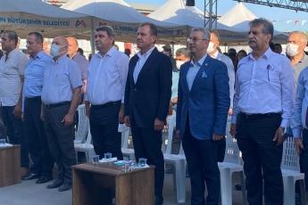 Kazanlı'da Mersin Büyükşehir Belediyesi sera örtüsü , sera ipi ve mikrobiyal gübre dağıtım törenindeyiz.